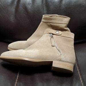 New ladies Aquatalia suede Booties, Sz 10